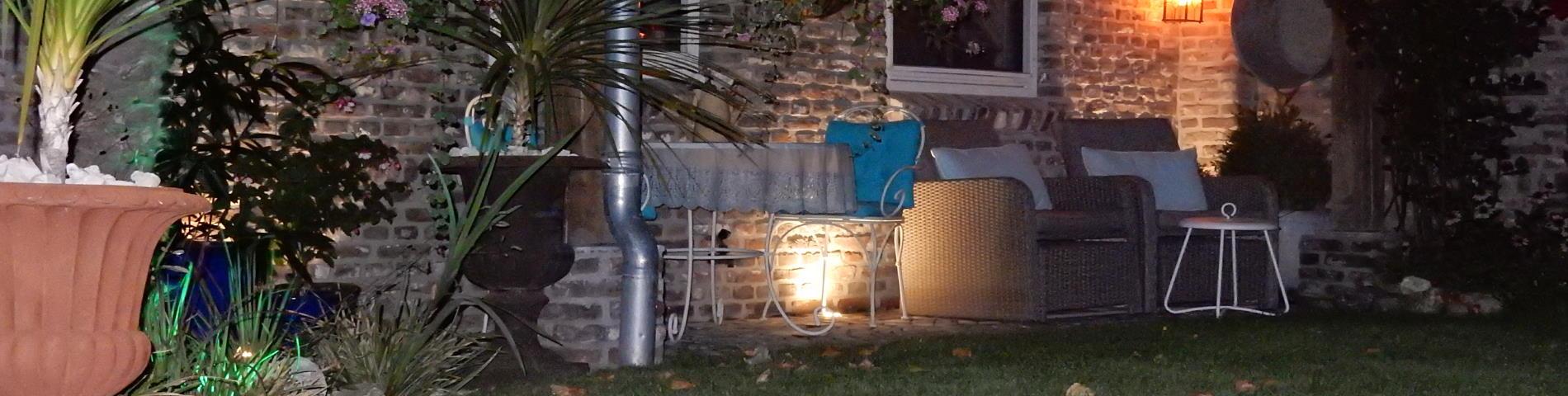 Ons B&B terras bij nacht.
